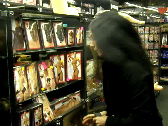 video: Dominika v prodejně a nabídka latexu
