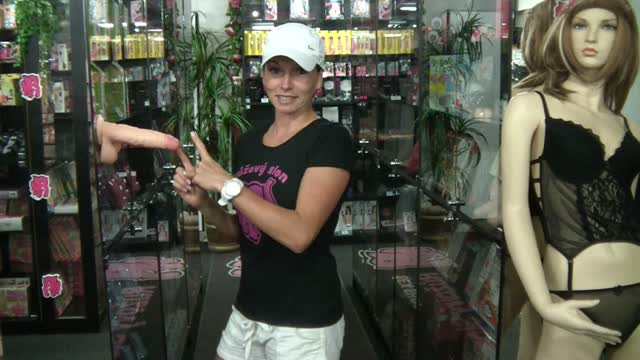 video: Dildo Realistic s varlaty, přísavkou předvádí Dominika