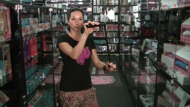 video: Dominika předvádí Kožené důtky 40 cm