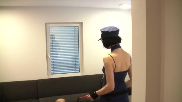 video: Simona a Kostým Modrá policistka a kozačky Domenica