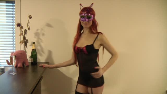 video: Simona předvádí Podvazkový top Bonita