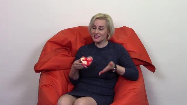 video: Veronika předvádí mýdlové konfety Little Hearts