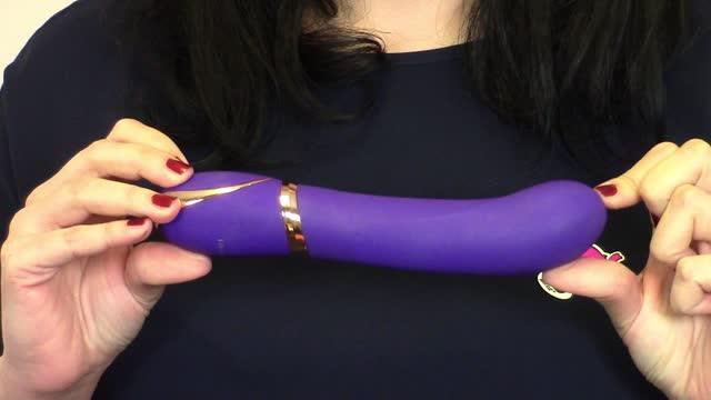video: Karin předvádí vibrátor Front Row Purple