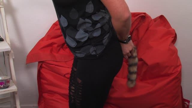 video: Verča a anální kolík Racoon Tail