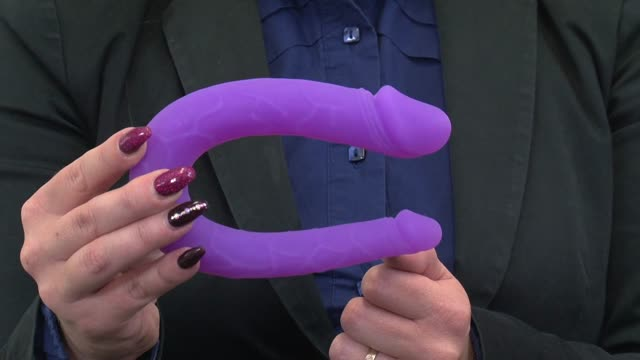 video: Verča a Dildo dvojité Double (14 cm)
