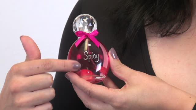 video: Karin předvádí Obsessive Spicy – parfém s feromony