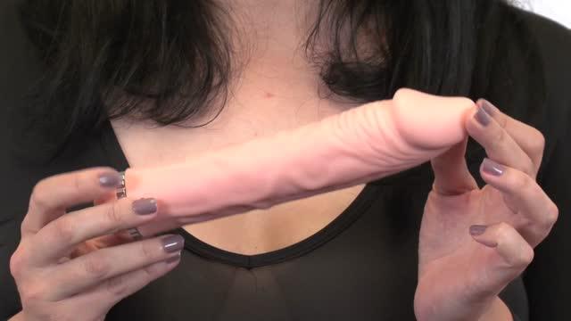 video: Karin předvádí silikonový vibrátor Natural Dick