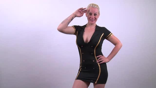 video: Verča v dámském kostýmu Sexy Stewardess