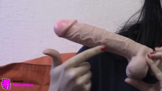 video: Karin předvádí dildo Maxim