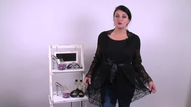 video: Karin a Plus size župánek Claire