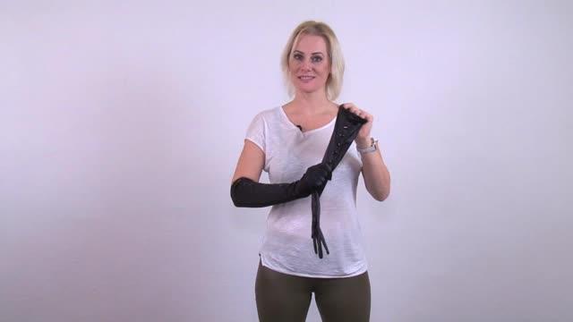 video: Verča představuje knoflíkové rukavice Tim Button