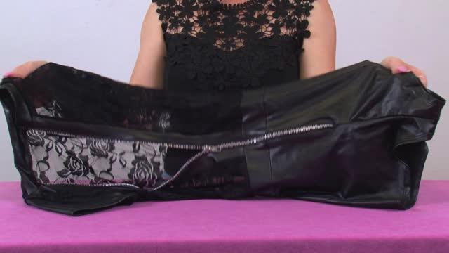 video: Verča předvádí Černý overal Sexy Housewife