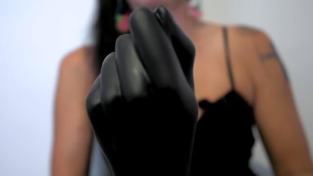 video: Domča předvádí XXL dildo na fisting s přísavkou Corps (24 cm)