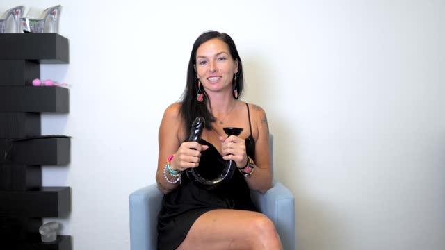 video: Domča předvádí XXL anální dildo s přísavkou Xtreme Realistic (50,8 cm)