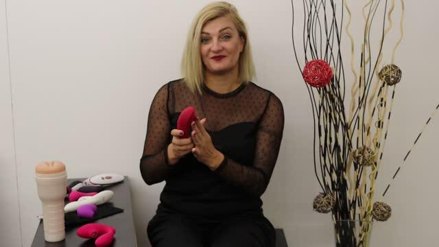 video: Karin představuje kategorii Womanizery