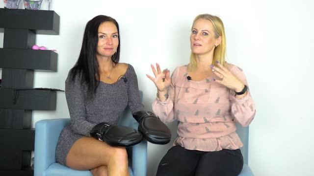 video: Domča s Verčou ukazují Koženkové rukavice Sensual Deprivation