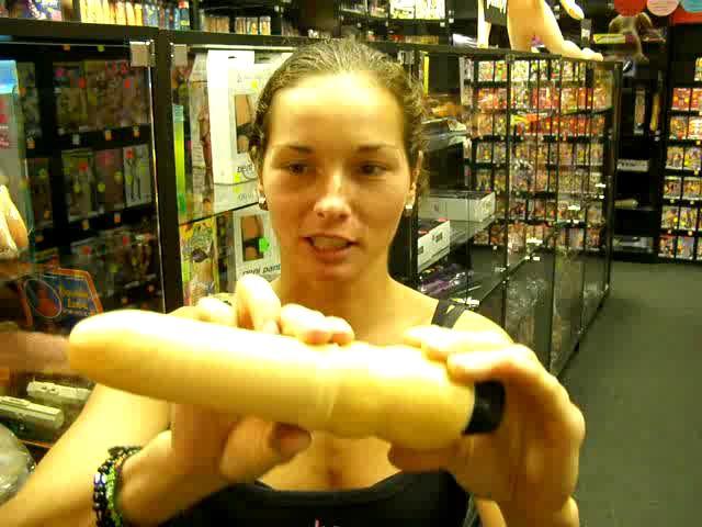 video: Dominika v prodejně + vibrátor předkožka