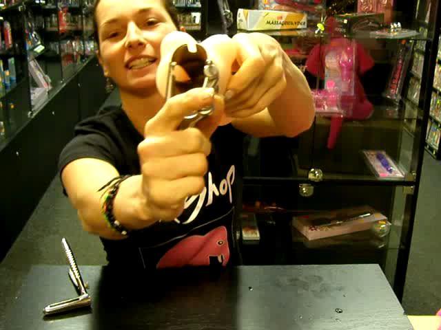 video: Dominika v prodejně a gynekologická zrcadla