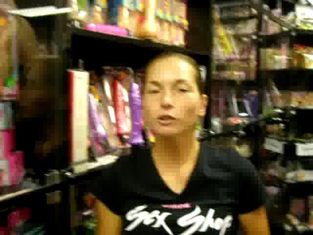 video: Dominika v prodejně - vibrátory Pearlshine
