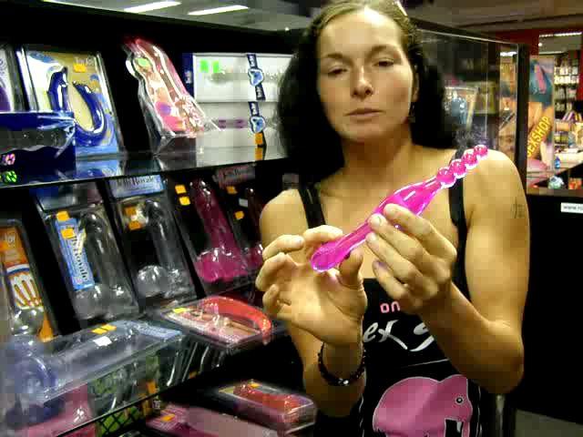 video: Dominika v prodejně + gelové dildo