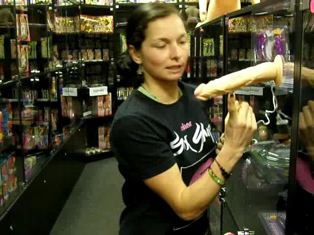 video: Dominika v prodejně a vibrátor s přísavkou