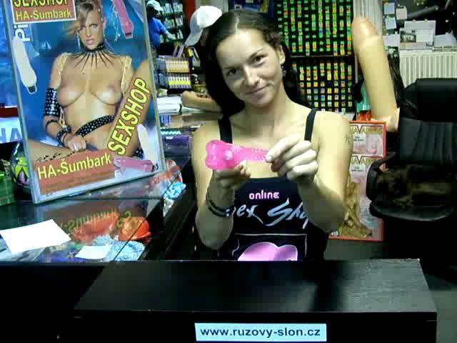 video: Dominika v prodejně a gelový vibrátor Fialová ruka (starší fialová verze)