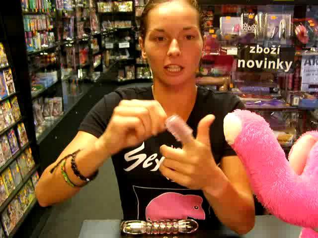 video: Dominika v prodejně + průhledný vibrátor