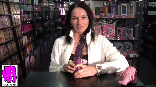 video: Dominika v prodejně a prodlužovací návlek