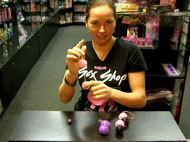 """video: Dominika v prodejně venušiny kuličky """"ježek"""""""
