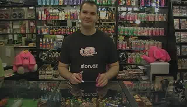 video: Anální kolík - Adam v prodejně
