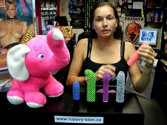 video: Dominika v prodejně + vibrátory gelové s výstupky