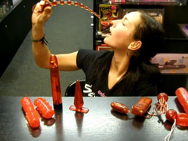 video: Dominika v prodejně + sada vibrátorů Red Roses