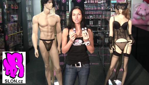 video: Dominika v prodejně a španělské mušky Cobeco s příchutí