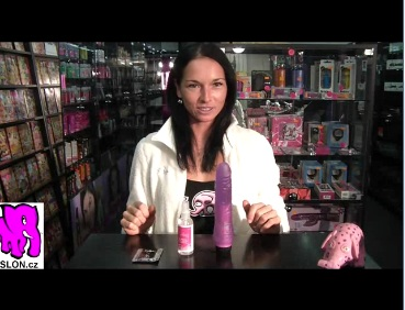 video: Dominika v prodejně + dezinfekce pomůcek